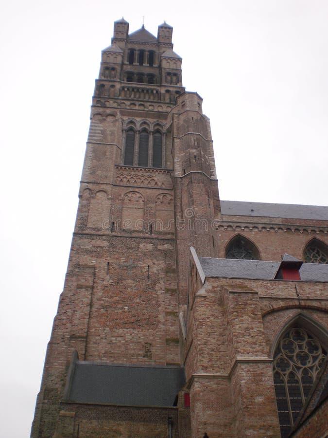 De klokketoren van Gr Salvador Cathedral bouwde de 13de eeuw in Brugge in 23 maart, 2013 Brugge, West-Vlaanderen, België royalty-vrije stock foto's