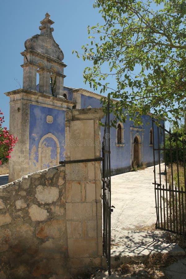 De klokketoren van het klooster in Grieks dorp stock afbeeldingen