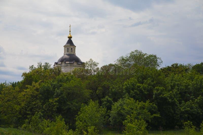 De klokketoren van de oude begraafplaats in het oude kapitaal van Don Cossacks - Starocherkassk royalty-vrije stock fotografie