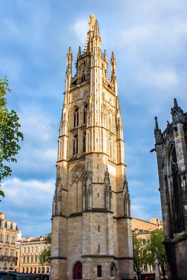 De klokketoren van St Andrew Cathedral in Bordeaux, Frankrijk stock afbeelding