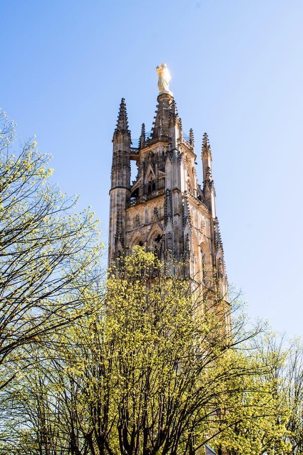 De klokketoren van St Andrew Cathedral in Bordeaux, Frankrijk stock afbeeldingen