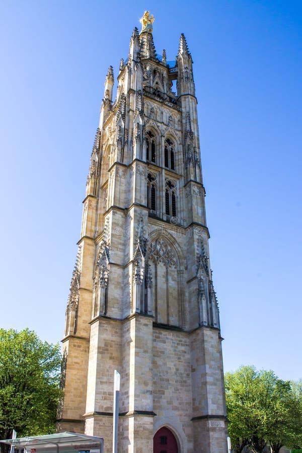 De klokketoren van St Andrew Cathedral in Bordeaux, Frankrijk stock foto