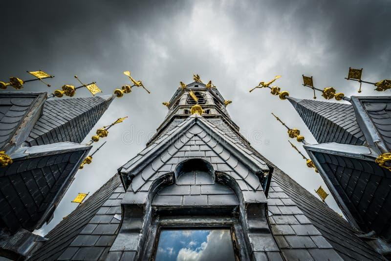 De klokketoren van Tournai, België stock foto's
