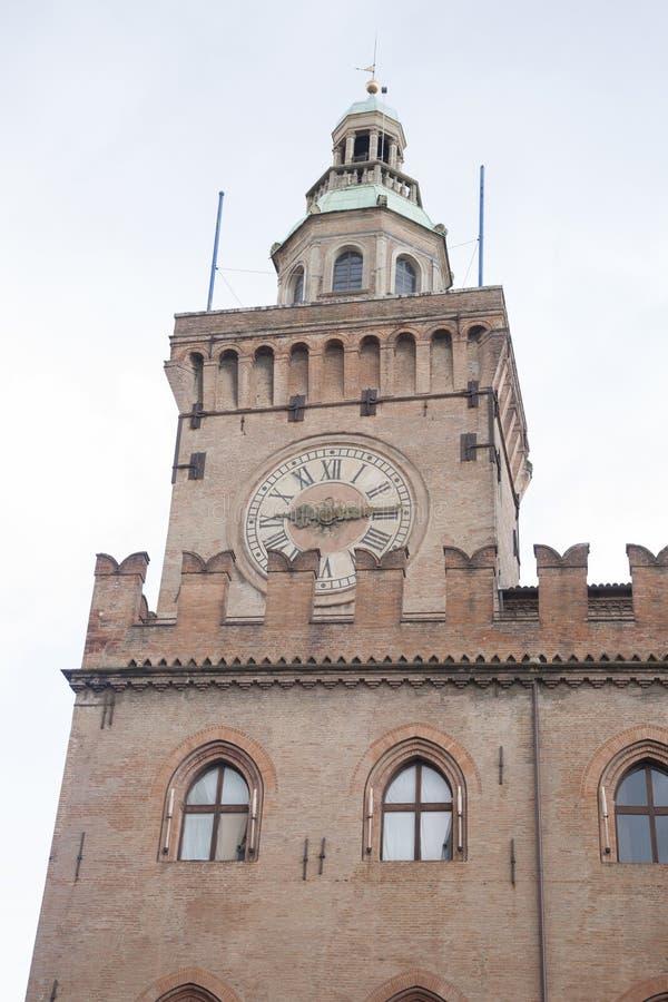 De Klokketorenbouw; Piazza het Vierkant van Maggiore; Bologna; Italië stock afbeeldingen