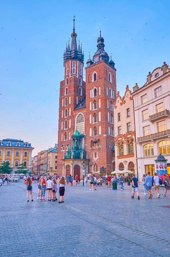 De klokketorens od St Mary Basilica in Krakau, Polen royalty-vrije stock afbeelding