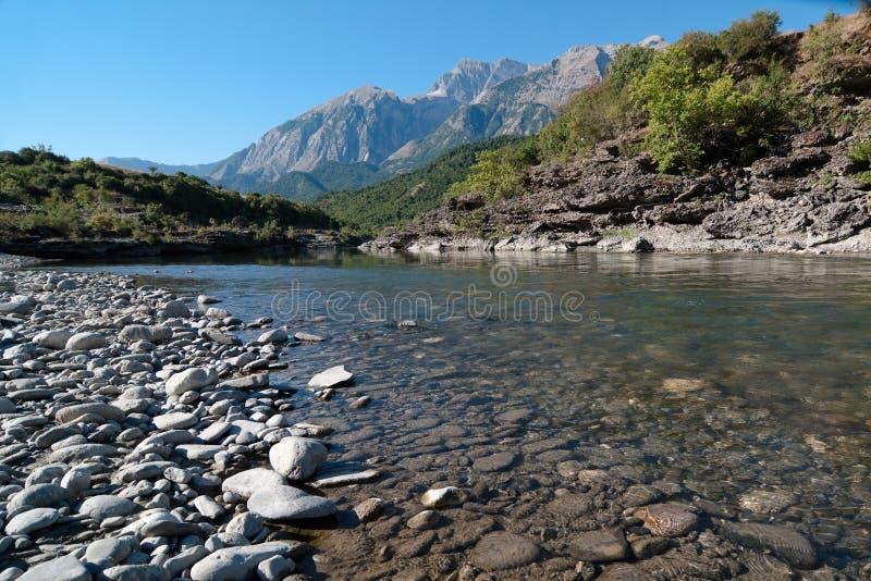 De Kloof van de rivier in Albanië royalty-vrije stock afbeeldingen