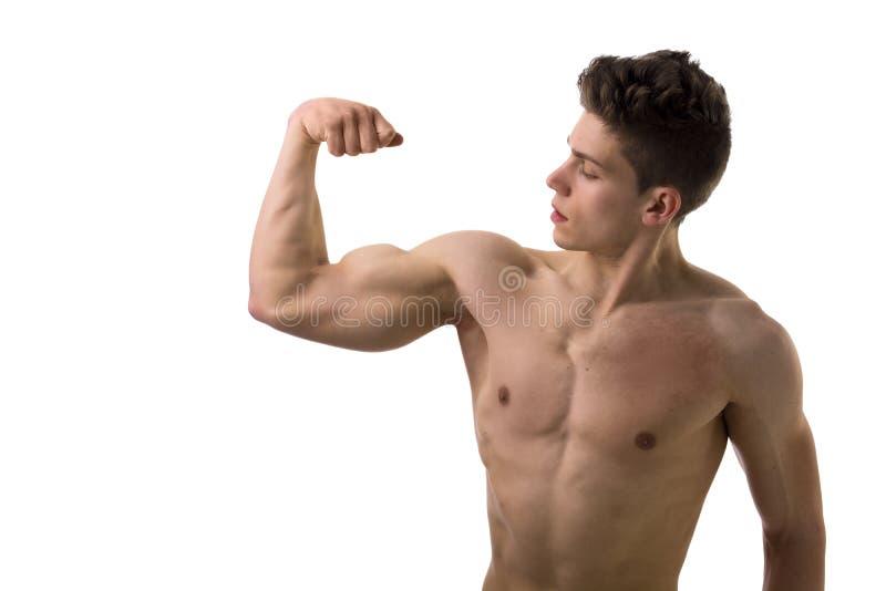 De knappe bodybuilder die bicep stelt, geïsoleerd doen royalty-vrije stock foto