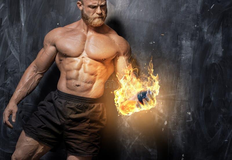 De knappe bodybuilder van de machts atletische mens royalty-vrije stock foto's