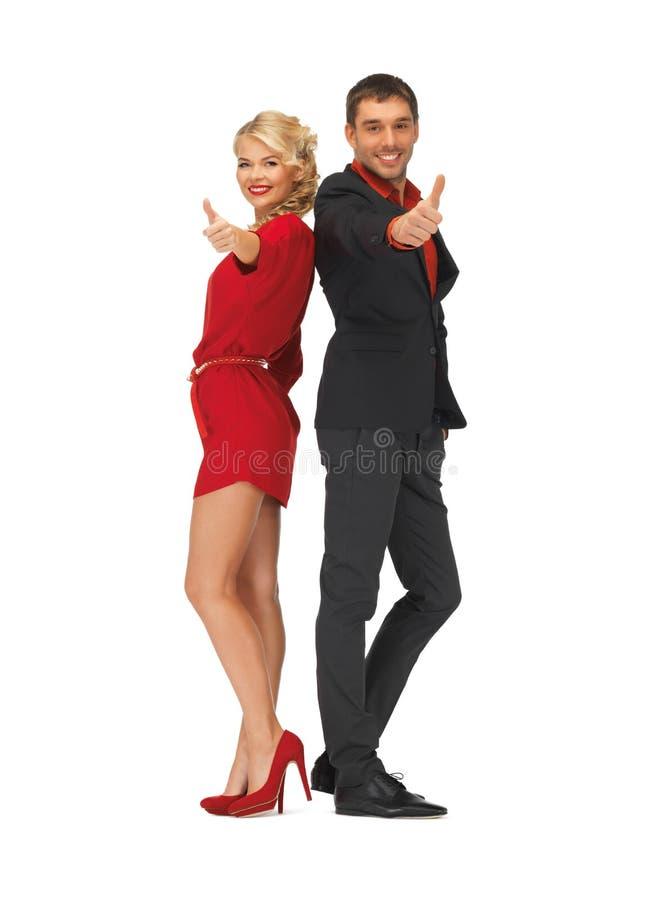 De knappe man en het mooie vrouw tonen beduimelen omhoog stock afbeelding