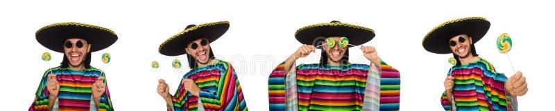 De knappe man in levendige die ponchoholding lollypop op wit wordt geïsoleerd stock foto's