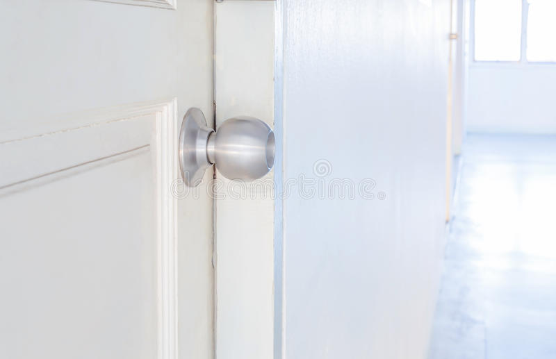 De knop van de aluminiumdeur royalty-vrije stock afbeelding