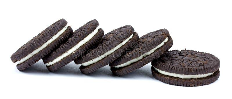 De koekjes van de chocolade met room het indienen stock fotografie