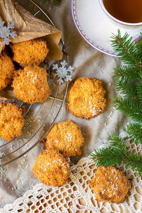 De koekjes van de kokosnotenmakaron voor Kerstmis stock foto