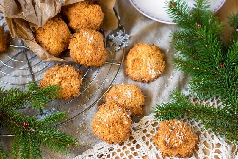 De koekjes van de kokosnotenmakaron voor Kerstmis royalty-vrije stock afbeelding
