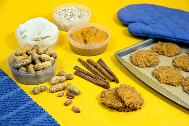Download De Koekjes Van De Pindakaas Stock Afbeelding - Afbeelding bestaande uit voedsel, horizontaal: 29512449