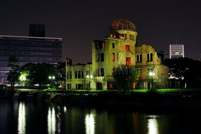 De Koepel van de atoombom (Koepel Genbaku) bij nacht stock afbeeldingen