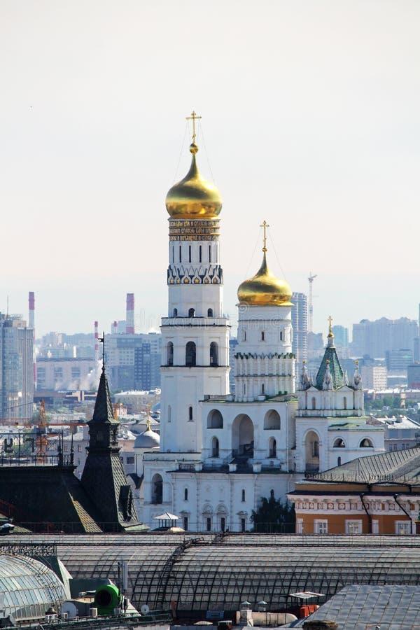 De koepel van Ivan Great-torenklok in Moskou het Kremlin stock foto's