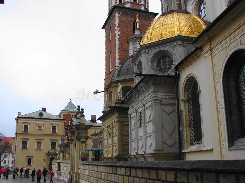 De koepel van de kerk in het oude kasteel van Krakau stock foto