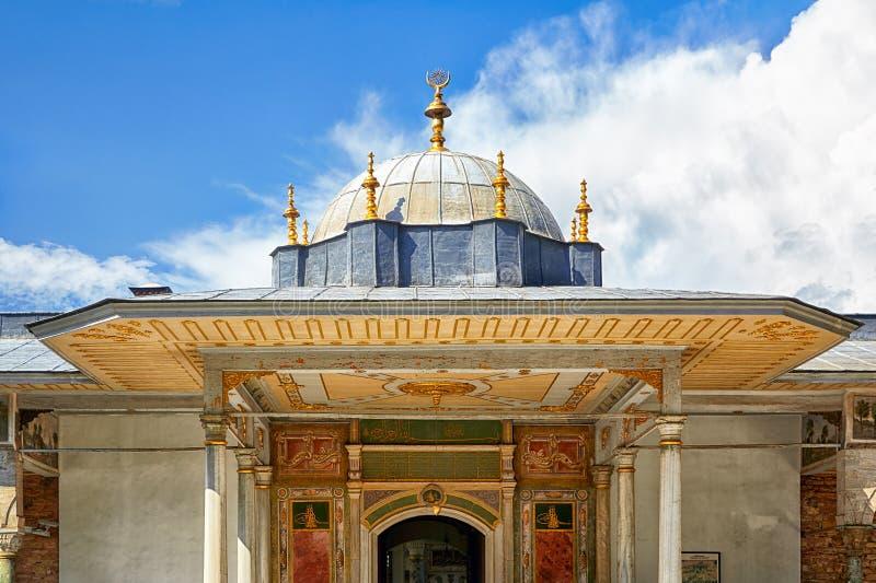 De koepel van Poort van Geluk, Topkapi-Paleis, Istanboel royalty-vrije stock foto's