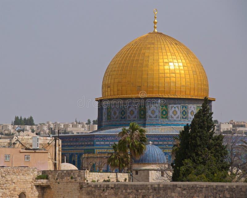 De koepel van de Rots is een Islamitisch die heiligdom op de Tempel wordt gevestigd opzet in de Oude Stad van Jeruzalem, Israël royalty-vrije stock fotografie