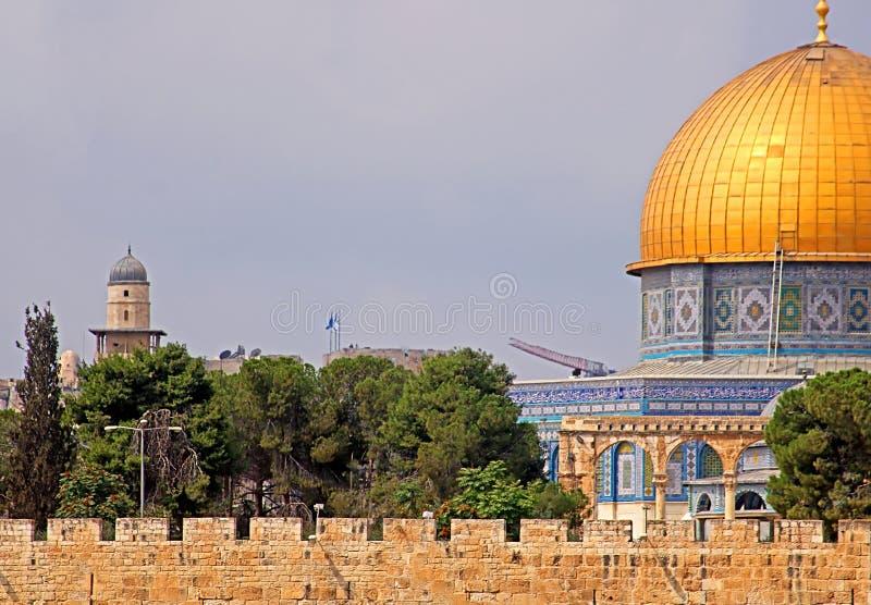 De Koepel van de Rots op de Tempel zet in Jeruzalem, Israël op stock foto's