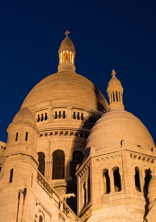 De koepel van Sacre Coeur bij schemering royalty-vrije stock foto's
