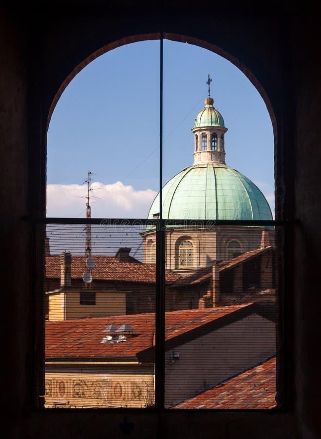 De koepel van Vigevano van een venster stock afbeelding