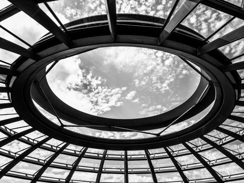 De koepelmening van Reichstag stock afbeeldingen