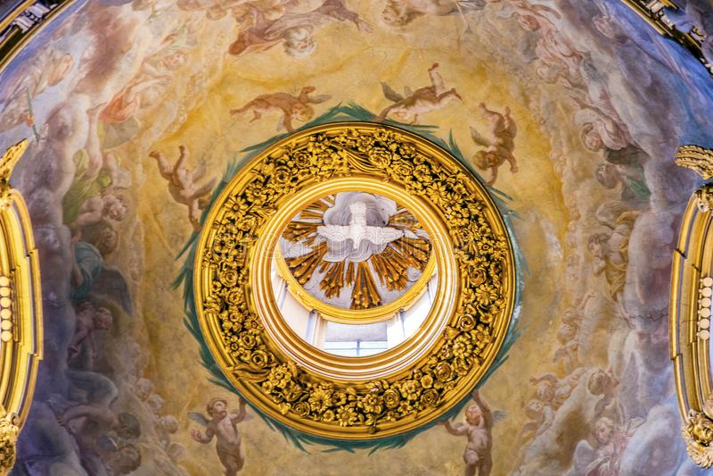 De Koepelplafond Santa Maria Maddalena Church Ro van de Heilige Geestfresko royalty-vrije stock fotografie