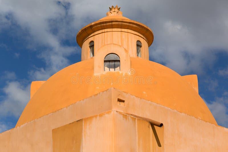 De koepelvormige Spaanse bouw royalty-vrije stock afbeelding