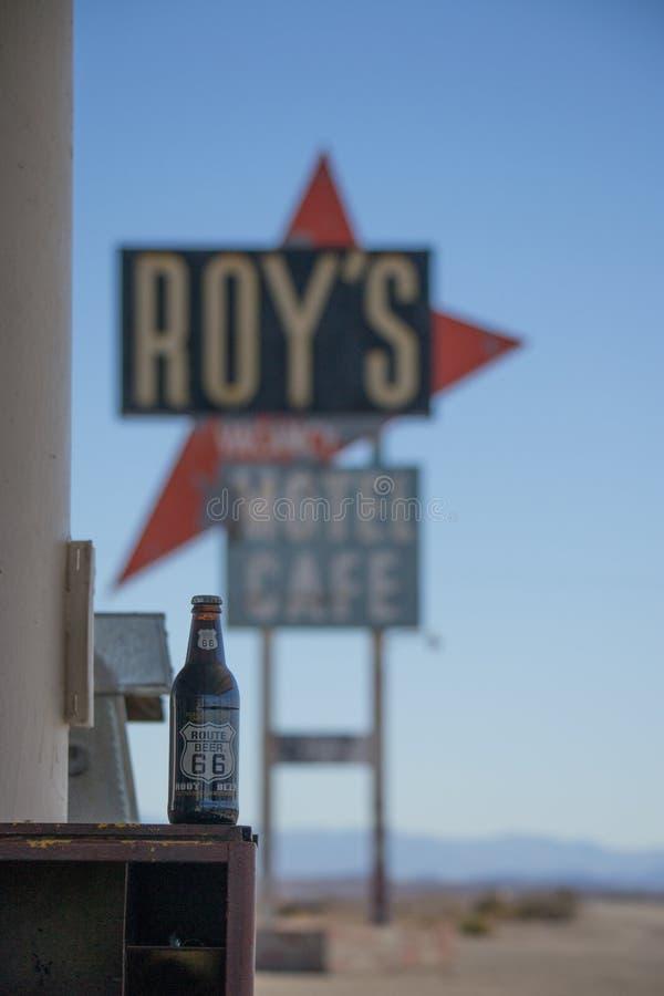 De Koffie en het motel van Roy in Amboy, Californi?, Verenigde Staten, naast klassiek Route 66 stock foto's