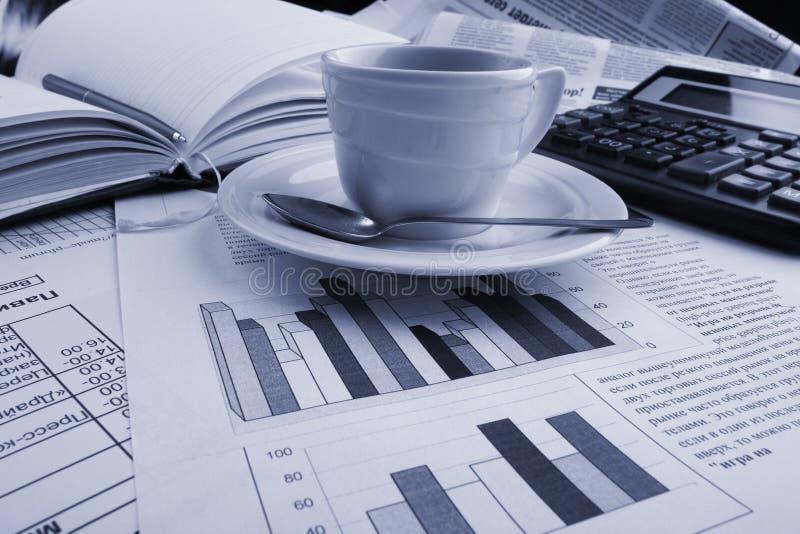 De koffie van de bedrijfs kop nieuws royalty-vrije stock afbeeldingen