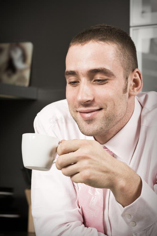 Download De koffie van de ochtend stock afbeelding. Afbeelding bestaande uit unshaven - 10782497