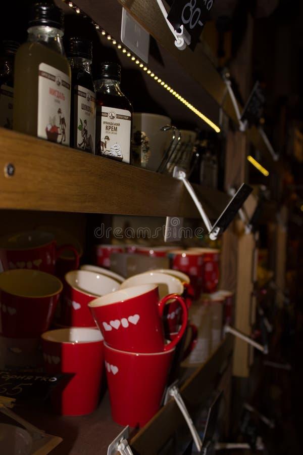 De koffie van de Herinneringskoppen van de giftwinkel stock foto's