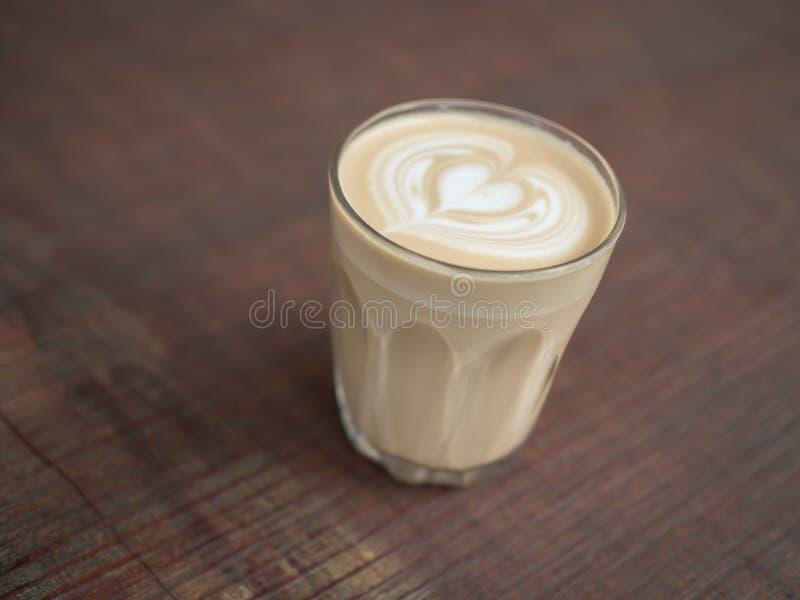 De koffie van de Lattekunst op houten achtergrond royalty-vrije stock foto