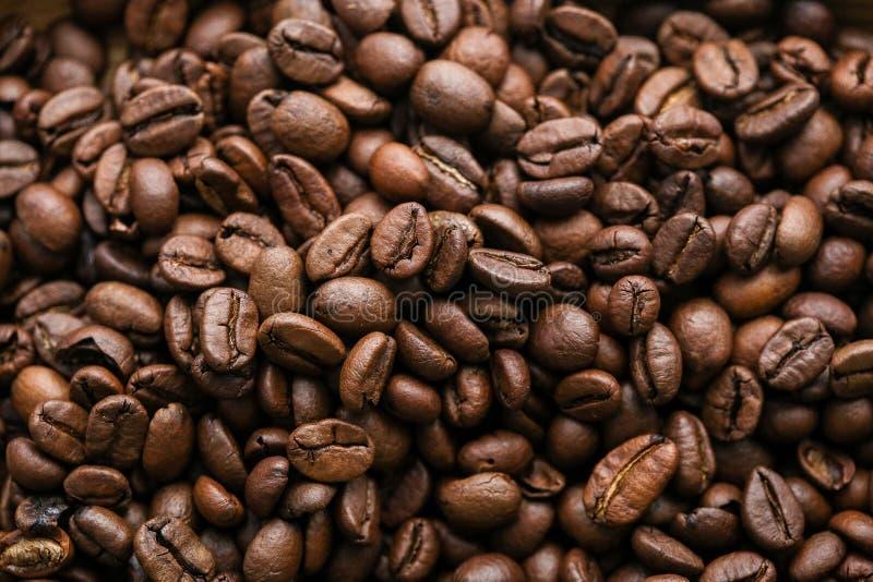 De koffiebonen voor heerlijke koffie u maken stock foto's