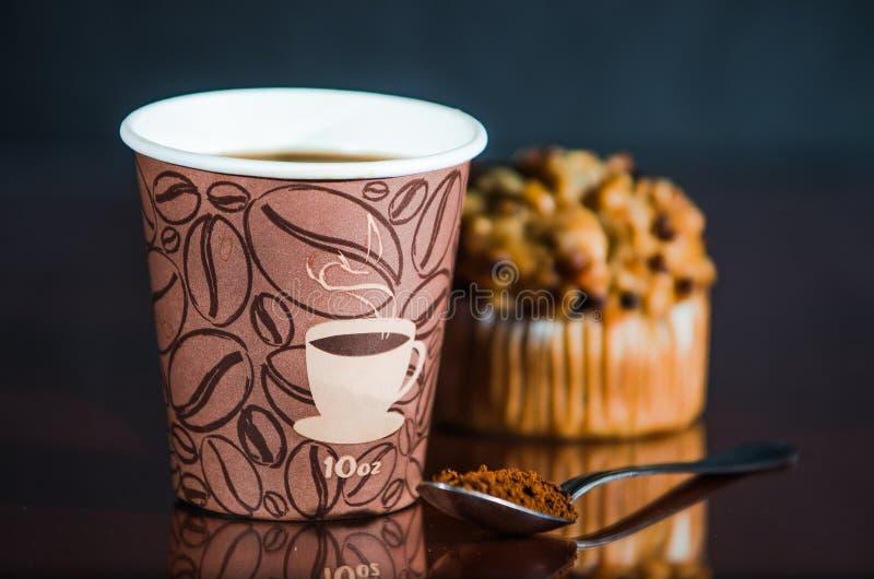 De koffiepauze van de het werkplaats met Muffin royalty-vrije stock afbeelding