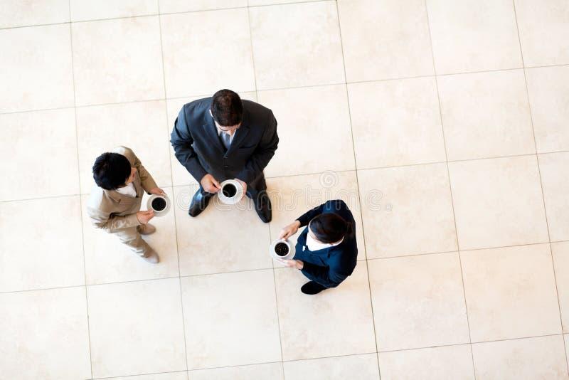 De koffiepauze van medewerkers royalty-vrije stock afbeelding