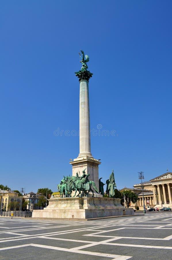 De kolom - Millenniummonument bij Helden` Vierkant - Boedapest stock foto's