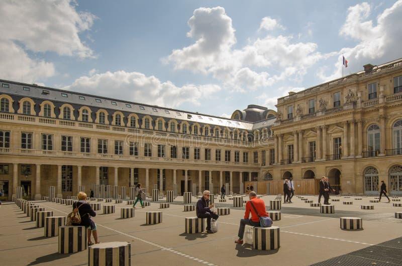 De Kolommen van Buren in de binnenplaats van het Palais Royal in Parijs royalty-vrije stock afbeelding