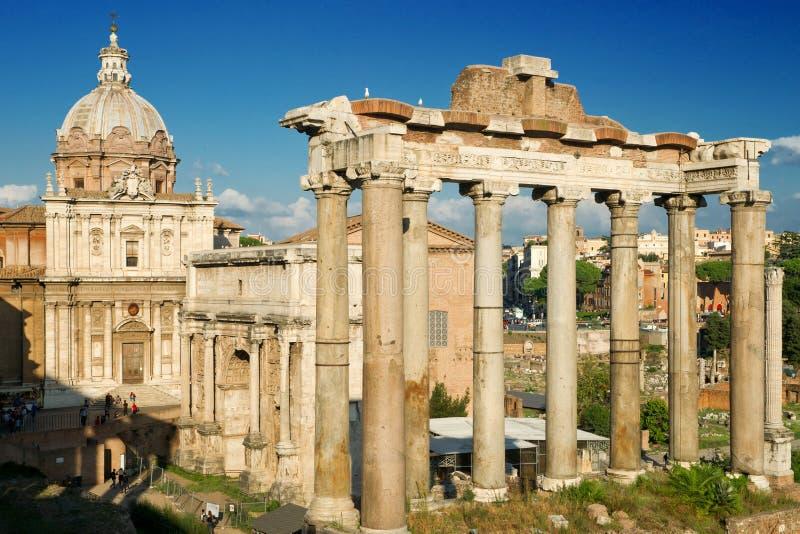 De kolommen van de Tempel van Saturnus, Rome royalty-vrije stock afbeeldingen