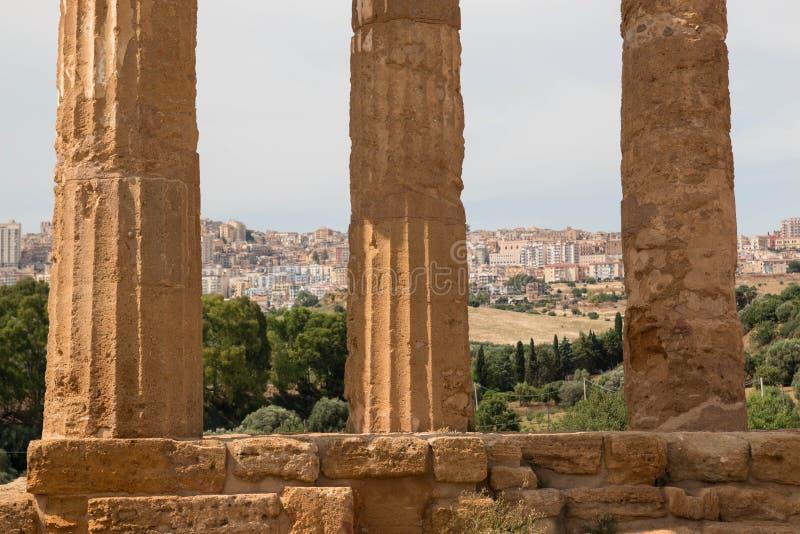 De kolommen van de Tempel van `-Bever en Pollux ` Tempelsvallei, Sicilië royalty-vrije stock foto