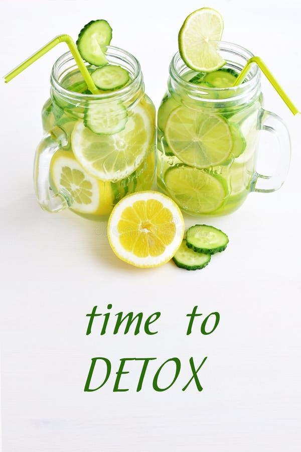 De komkommerwater van de Detoxcitrusvrucht royalty-vrije stock afbeelding
