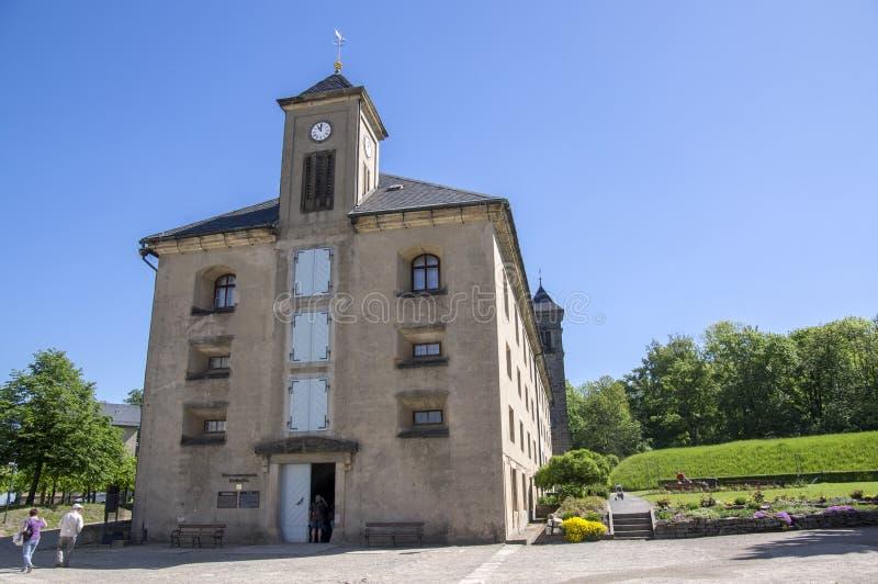 De Konigsteinvesting, riep ook Saksische Bastille in de historische vesting van de heuveltop dichtbij Dresden in Saksisch Zwitser stock afbeelding