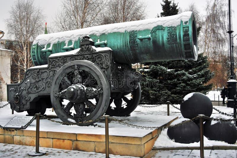 De Koning Cannon van tsaarpushka in Moskou het Kremlin Kleurenfoto stock afbeeldingen