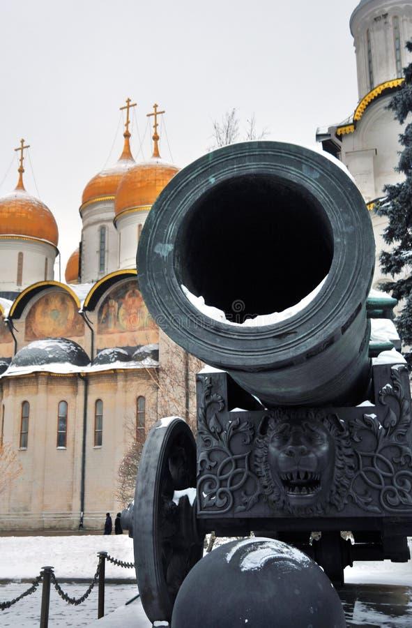 De Koning Cannon van tsaarpushka in Moskou het Kremlin Kleurenfoto stock foto's