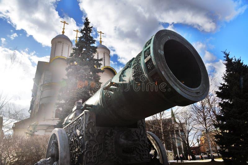 De Koning Cannon van tsaarpushka in Moskou het Kremlin Kleurenfoto stock foto