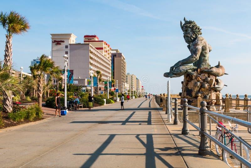 De Koning Neptune Statue van Paul DiPasquale ` s op Virginia Beach Boardwalk stock foto's