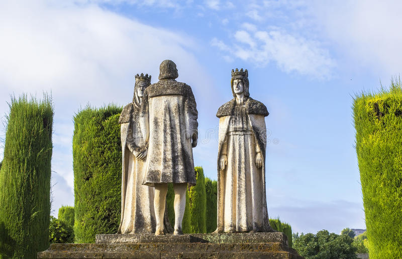 De koningen en Christopher Columbus van het landschapsstandbeeld in Alcazar royalty-vrije stock afbeelding
