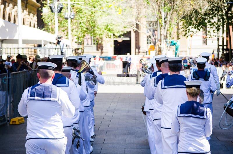 De koninklijke Australische parade van de Marineband bij de Dienst van de Herinneringsdag in Martin Place royalty-vrije stock fotografie